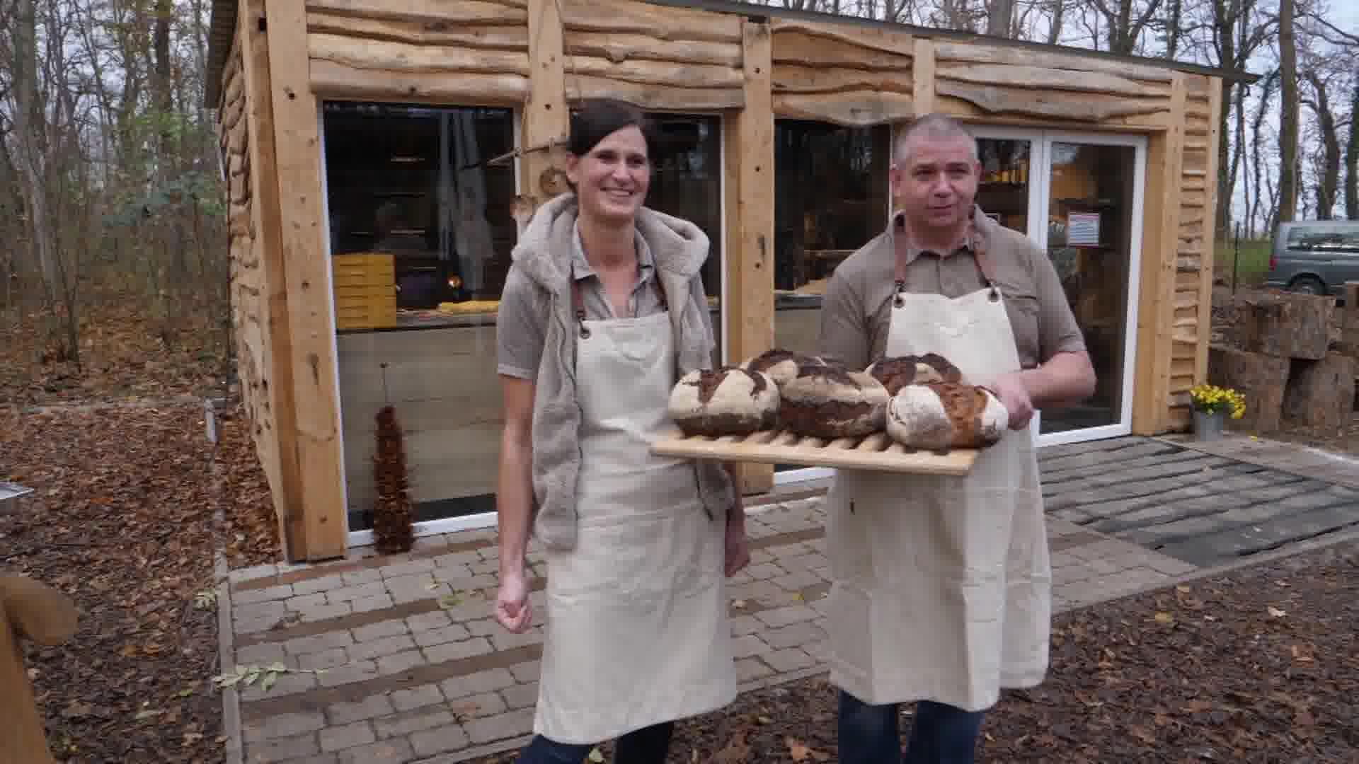 Holzofenbrot und handgemachte Ofenfrische Brötchen