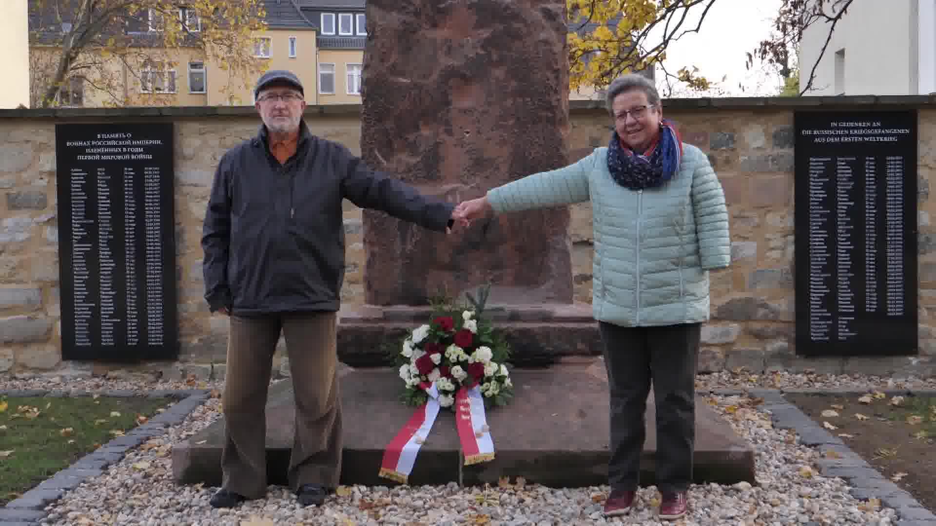 Volkstrauertag - Kranzniederlegung in Merseburg Stadtfriedhof St. Maximi